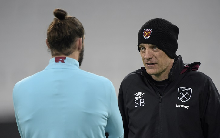 STRATFORD, ENGLAND - DECEMBER 02:  Slaven Bilic of West Ham United chats with Andy Carroll (L) during training at London Stadium on December 2, 2016 in Romford, England.  (Photo by Arfa Griffiths/West Ham United via Getty Images)
