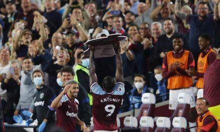 Koncert na London Stadium, rekordowy Antonio. West Ham 4:1 Leicester [SKRÓT MECZU]