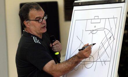 Jak gra Leeds United? Analiza taktyczna zespołu Bielsy